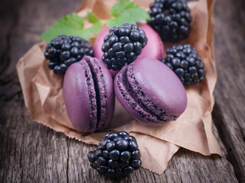 macaroons-blackberries